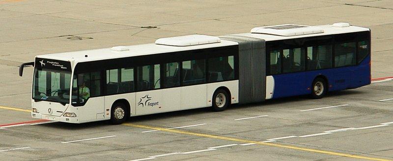 gelenkbus der fraport am flughafen frankfurt juli 2008 bus. Black Bedroom Furniture Sets. Home Design Ideas