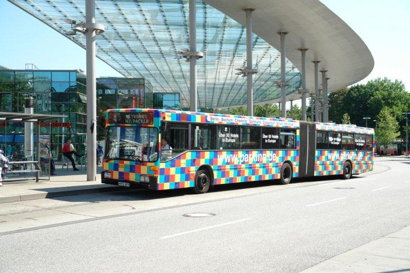 hha 7328 mit der metrobus linie 6 nach wildacker am bus bf hamburg hbf werbung parkinn hotels. Black Bedroom Furniture Sets. Home Design Ideas