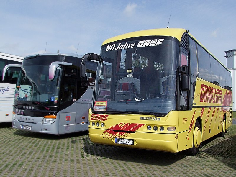 neoplan n313shd wartet in bremerhaven auf seine fahrg ste 090826 bus. Black Bedroom Furniture Sets. Home Design Ideas