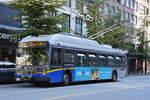 New Flyer Trolleybus E40LFR 2174, auf der Linie 16, unterwegs in Vancouver.