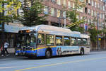 New Flyer Trolleybus E40LFR 2171, auf der Linie 4, unterwegs in Vancouver.
