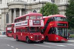 AEC Routemaster  Stagecoach  neben einem Wright Doppeldecker  GoAhead , London 07.10.2016