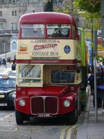 Edinburgh am 21.10.2010, Vintage Bus - ein original Routemaster als Touristen-Bus
