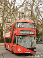 Ein Wright NB4L New Routemaster (LT131) Februar 2015 vor dem Parlament in London