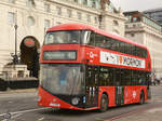 Ein Wright NB4L New Routemaster (LT288) im Februar 2015 in London.