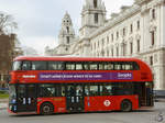 Ein Wright NB4L New Routemaster (LT12) im Februar 2015 in London.