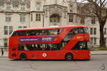 Ein Wright NB4L New Routemaster (LT119) im Februar 2015 in London.