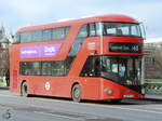 Ein Wright NB4L New Routemaster (LT123) im Februar 2015 in London.