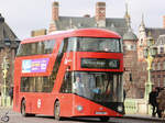 Ein Wright NB4L New Routemaster (LT300) im Februar 2015 in London.