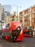 Ein Wright NB4L New Routemaster im Februar 2015 in London.
