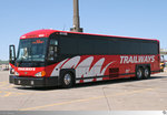 Motor Coach Industries (MCI) J 4505  Burlington Trailways . Aufgenommen am 15. Mai 2016 auf den Truckstop Iowa 80 nahe Walcott, Iowa / USA.