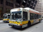 Bus United States of America (USA): Stadtbus Boston (Massachusetts): North American Bus Industries (NABI) 40-LFW Erdgasbus der Massachusetts Bay Transportation Authority (MBTA), aufgenommen im April