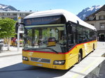 Postauto - Volvo 7700 Hybrid  BE 610541 bei den Bushaltestellen vor dem Bahnhof in Interlaken West am 06.05.2016
